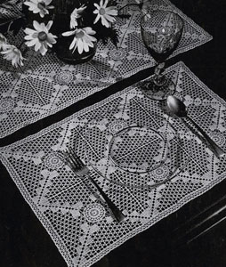 Placemats & Runner Number 7712 Pattern