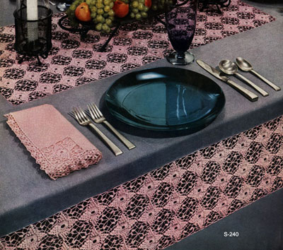 Modern Mode Tablecloth & Napkin Pattern #S-240