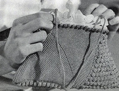 Popcorn Triangle Purse Pattern #2170