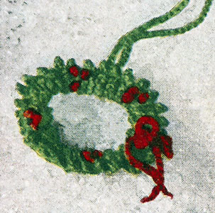 Holly Wreath Curtain Pulls Patterns
